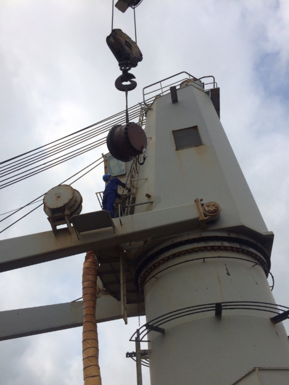 DECK CRANE REPAIR IN VIETNAM